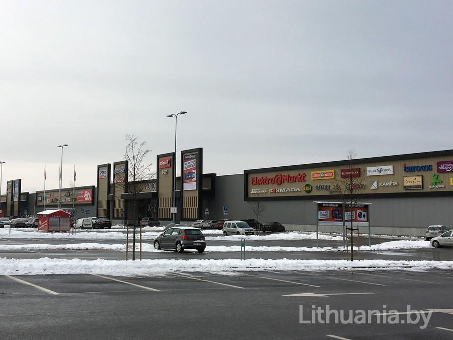 Парковка перед торговым центром Nordika