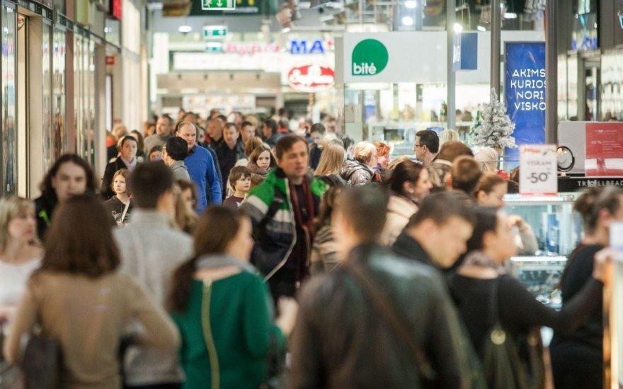 В торговых центрах Литвы - предпраздничная лихорадка: в день по 16 автобусов из Беларуси