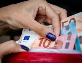 Средняя зарплата в Литве достигла 834 евро